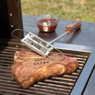 Het resultaat van het brandijzer op een biefstuk