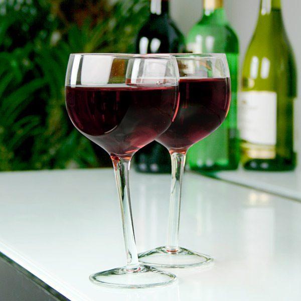 tipsy-wine-glasses-sfeer.jpg