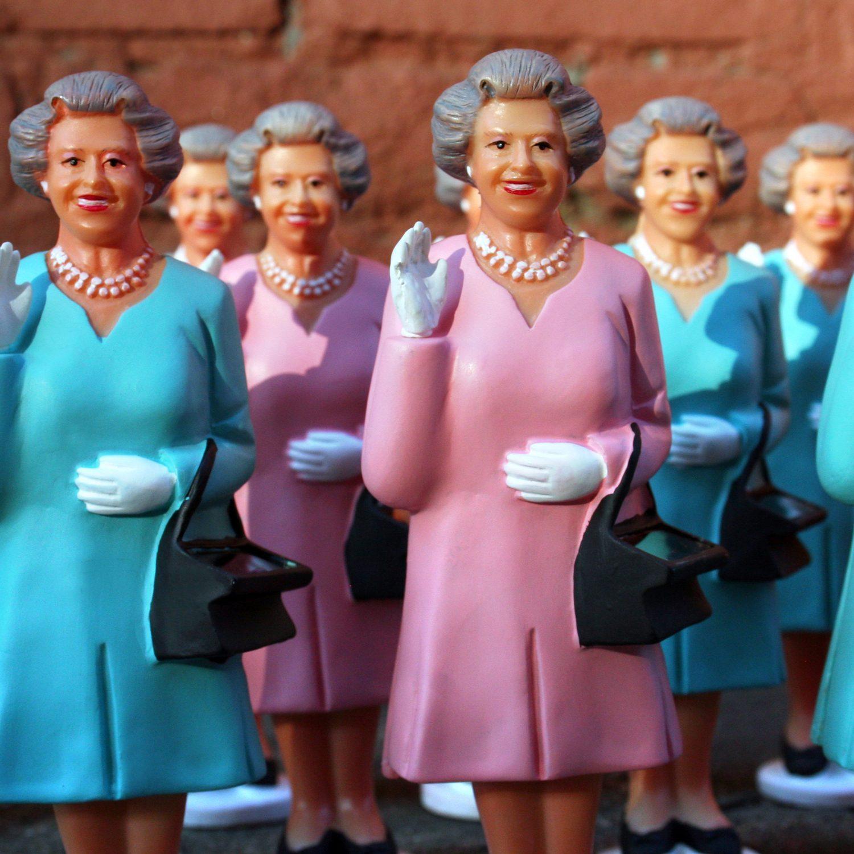 Poppetje Op Zonne-Energie - Queen Elizabeth - Kikkerland