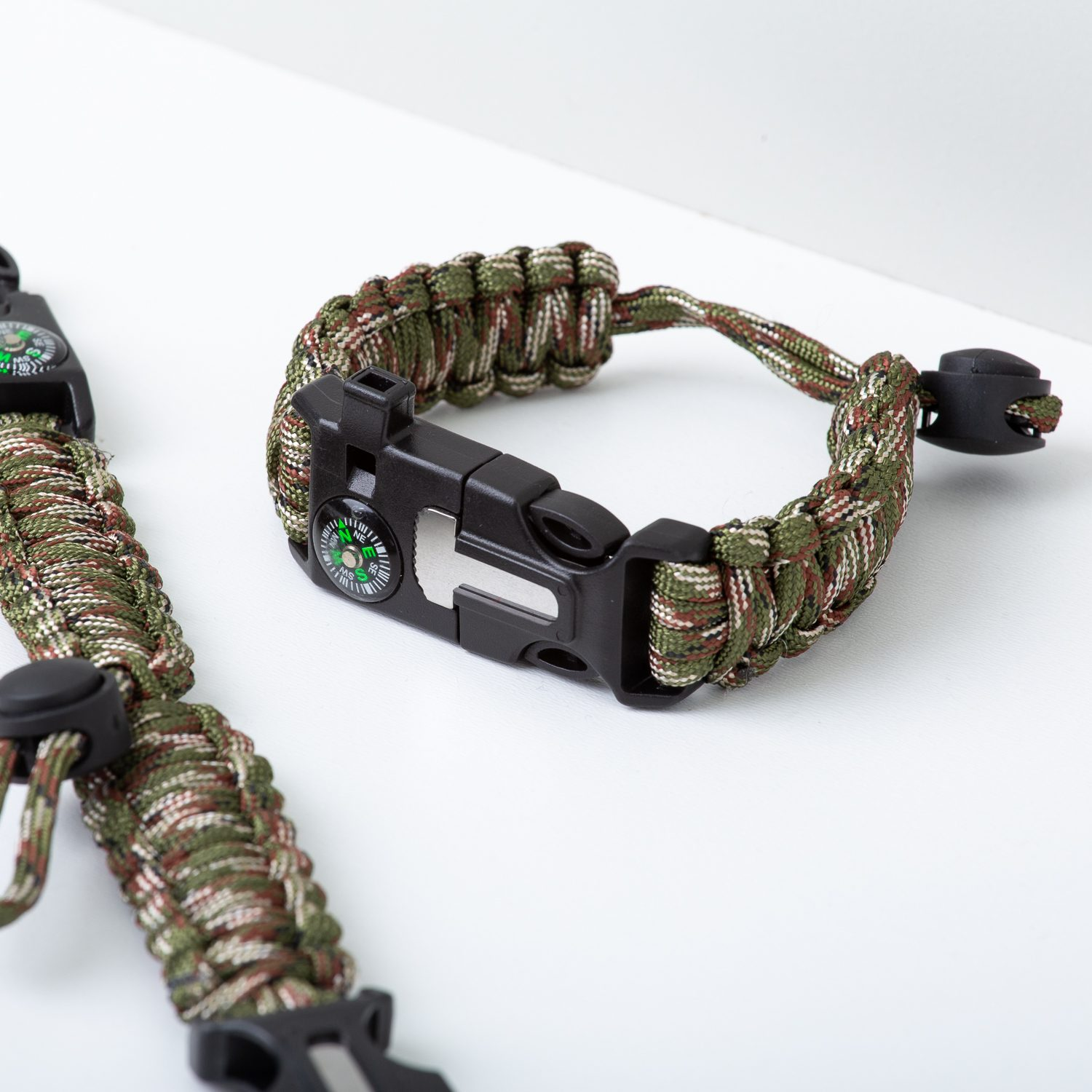 Paracord 5 in 1 survival armband