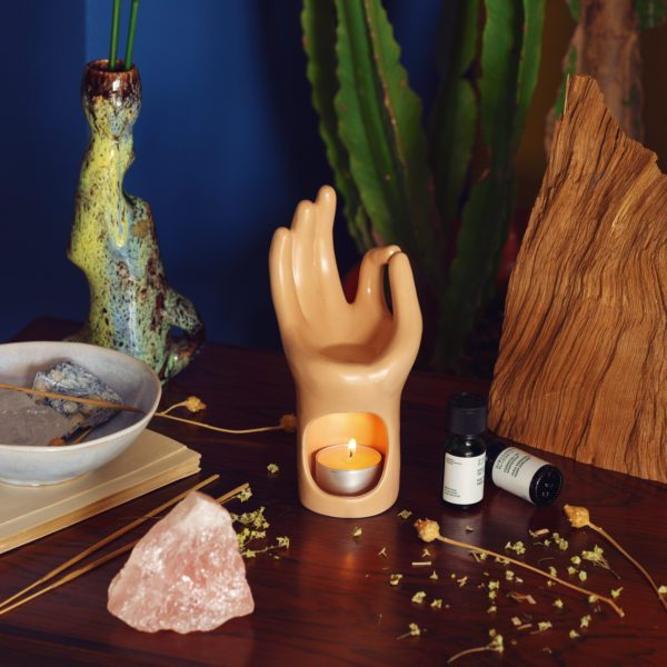 1_om-meditation-hand-hoofd.jpg