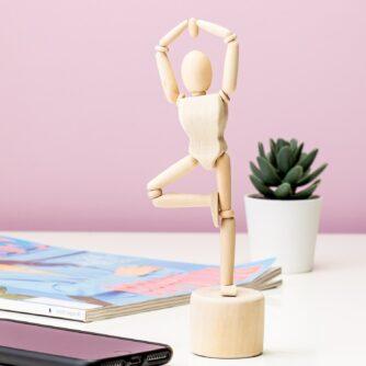 Houten yoga poppetje